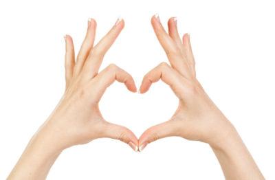 Руки в виде сердечка